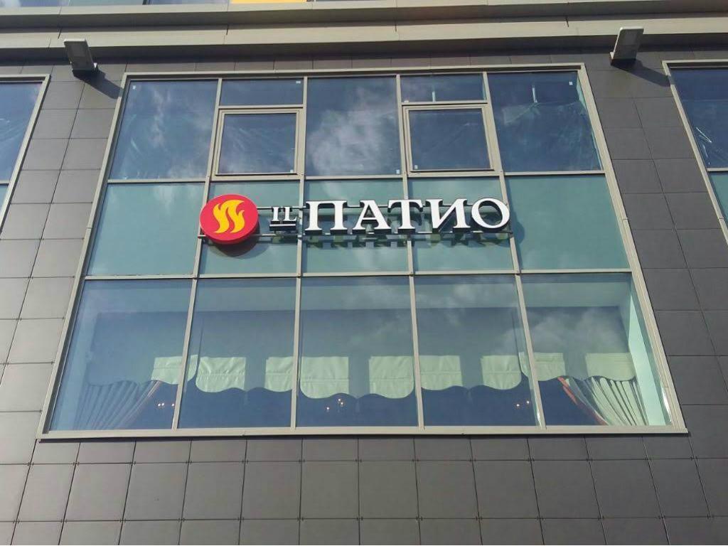 Изготовление и монтаж букв на стеклянный фасад