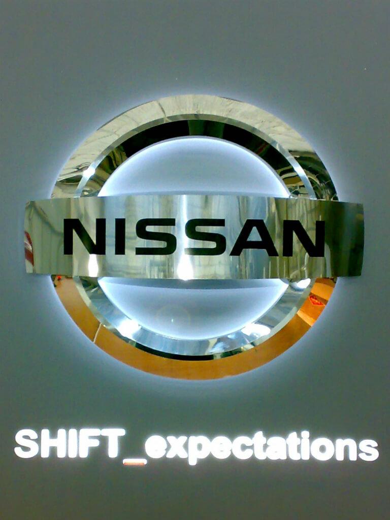 Световой логотип Nissan
