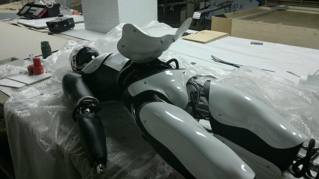 Рекламное оформление конструкции в виде робота для выставки и презентации