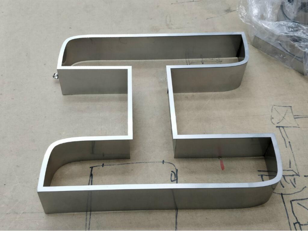 Изготовление корпуса металлической буквы